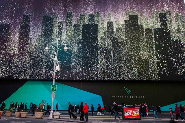 World-Biggest-Billboard-in-Times-Square_1-640x426