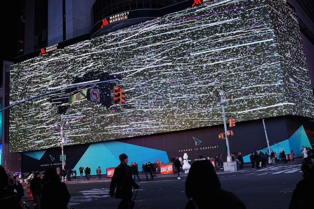 World-Biggest-Billboard-in-Times-Square_11-640x426