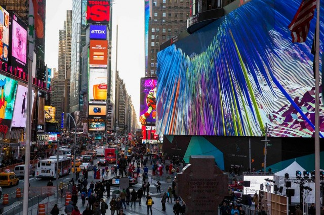 World-Biggest-Billboard-in-Times-Square_7-640x426